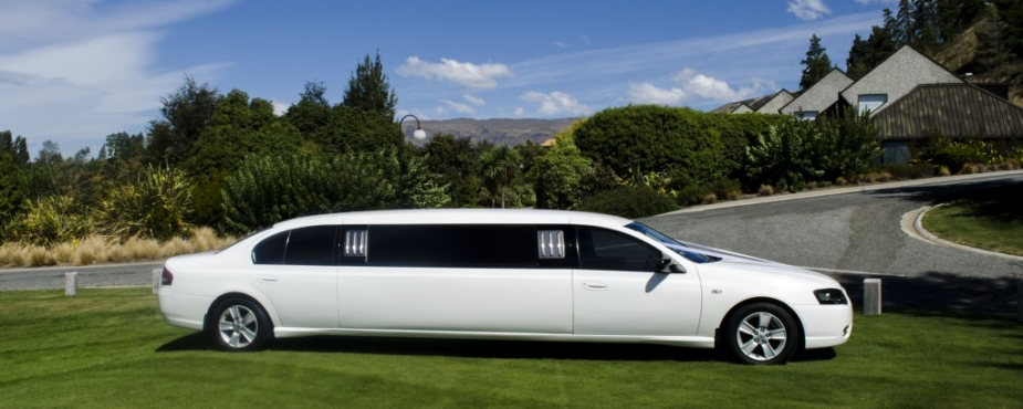 side on of limo on grass 1024x541